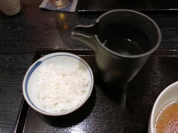 """<$MTEntryTitle$>"""" /></a></p> <p>ご飯には一番だしが付いてくるので、お茶漬け風にして頂きました。<br /> これが「つけ蕎麦」の場合だと、つけ汁にご飯を入れ、一番出汁を注いで雑炊風にして食べるのだそうです。</p> <p>と、聞いてるだけでは嫌なので、また食べに来ます(笑)。</p> <h4>料理人 江川さんの他の記事</h4> <nav> <ul id="""