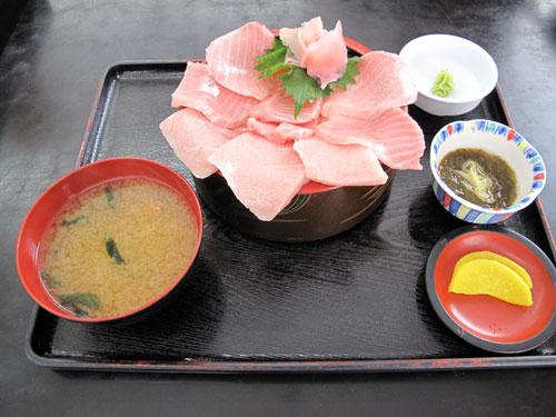 小川港魚河岸食堂の大トロ丼:海鮮