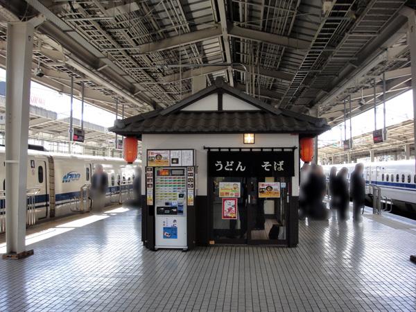 新大阪駅新幹線ホーム グル麺