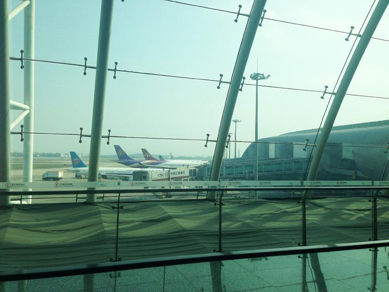 広州白雲国際空港で麺を